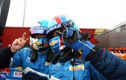 Yvan Muller, Chevrolet Cruz 1.6T, Chevrolet WTCC kampioen 2011 en Robert Huff, Chevrolet Cruze 1.6T,