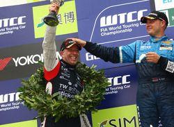 Tom Coronel, BMW 320 TC, ROAL Motorsport 2de Robert Huff, Chevrolet Cruze 1.6T, Chevrolet winnaar