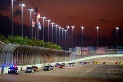 Race herstart: Carl Edwards, Roush Fenway Racing Ford aan de leiding