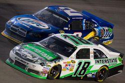 Kyle Busch, Joe Gibbs Racing Toyota, Brad Keselowski, Penske Racing Dodge