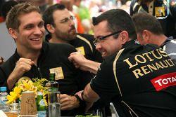 Vitaly Petrov, Lotus Renalut F1 Team en Eric Boullier, Team Principal, Lotus Renault GP