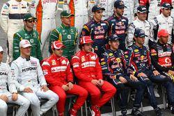 Michael Schumacher, Mercedes GP Petronas F1 Team met Felipe Massa, Scuderia Ferrari, Fernando Alonso