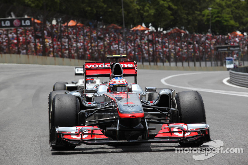 2011 - McLaren MP4-26 (motor Mercedes)