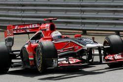 Timo Glock, Virgin Racing verliest wiel bij uitgang pitlane