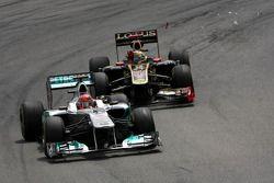 Michael Schumacher, Mercedes GP en Bruno Senna, Renault F1 Team