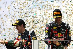 Podium: winnaar Mark Webber, Red Bull Racing en 2de Sebastian Vettel, Red Bull Racing