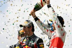 Podium: winnaar Mark Webber, Red Bull Racing en 3de Jenson Button, McLaren Mercedes
