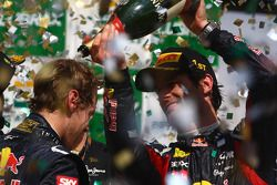 Podium: 2de Sebastian Vettel, Red Bull Racing en winnaar Mark Webber, Red Bull Racing