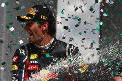 Podium: winnaar Mark Webber, Red Bull Racing