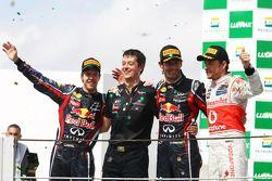 Podium: 2de Sebastian Vettel, Red Bull Racing, winnaar Mark Webber, Red Bull Racing en 3de Jenson Bu