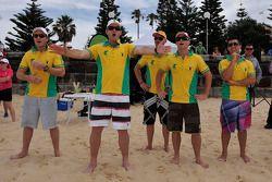 Matthew White van Channel Seven, voormalige cricketspeler Mark Waugh, Will Davison, Lee Holdsworth e