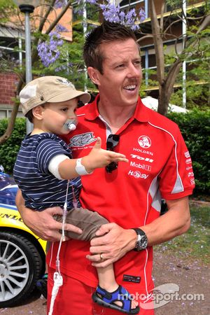 James Courtney visits the Children's Hospital at Westmead