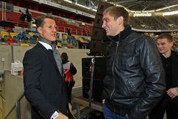 Michael Schumacher y Vitaly Petrov