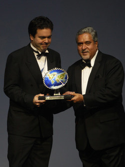 Force India Team Principal Vijay Mallya presents Ben Gallop of the British Broadcasting Corporation with the Formula One Promotional Broadcast trophy