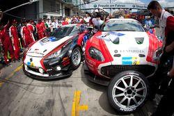 Pitstop #87 Gazoo Racing Lexus LF-A: Akira Iida, Hiroaki Ishiura, Kazuya Oshima en #3 Aston Martin V