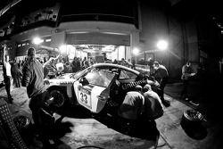 Pit stop for #33 11er Ecke-Logwin-Cargraphic-Racing Porsche 911 GT3 Cup: Peter König, Steffen Schlichenmeier, Kurt Ecke, Andreas Sczepansky
