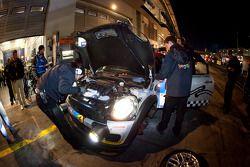 Pitstop ##146 MINI Motorsport Mini Cooper: Hendrik Vieth, Ralf Martin, Jürgen Schmarl, Benjamin Leuc
