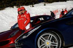 Fernando Alonso y Felipe Massa presentan el nuevo Ferrari FF