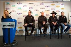 Richard Petty Motorsports persconferentie: Richard Petty en Aric Almirola