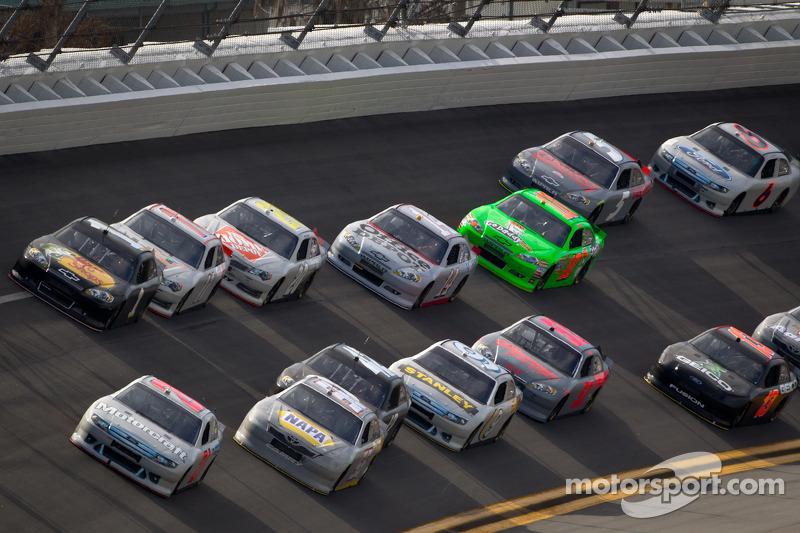 Trevor Bayne, Wood Brothers Racing Ford aan de leiding