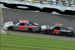 Kurt Busch, Phoenix Racing Chevrolet and Regan Smith, Furniture Row Racing Chevrolet