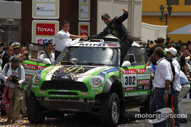 Podium: first place in Car category Stéphane Peterhansel and Jean-Paul Cottret