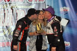 Swindell familie viert in Victory Lane