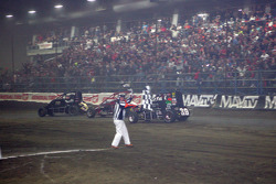Kevin Swindell wins the Chili Bowl for the 3rd year in a row