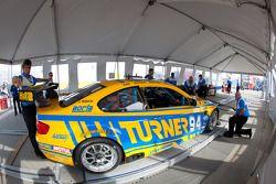 Turner Motorsport BMW M3 bij technische inspectie