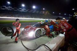 Arrêt aux stands pour #02 Chip Ganassi Racing avec Felix Sabates BMW Riley: Scott Dixon, Dario Franc