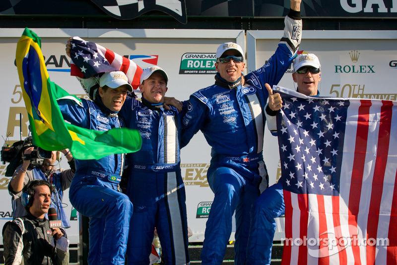 DP círculo de la victoria: ganadores generales A.J. Allmendinger, Oswaldo Negri, John Pew y Justin W