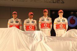 Дженсон Баттон, Льюис Хэмилтон, Гэри Паффет и Оливер Тёрви. Презентация McLaren MP4-27, Презентация.