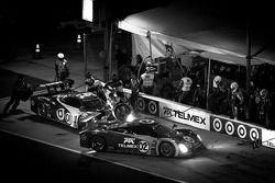 PIt stop for #02 Chip Ganassi Racing with Felix Sabates BMW Riley: Scott Dixon, Dario Franchitti, Ja