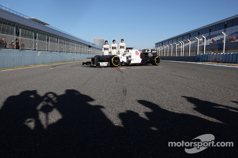 Kamui Kobayashi, Sauber F1 Team met Sergio Perez, Sauber F1 Team en Esteban Gutierrez, Sauber F1 Team