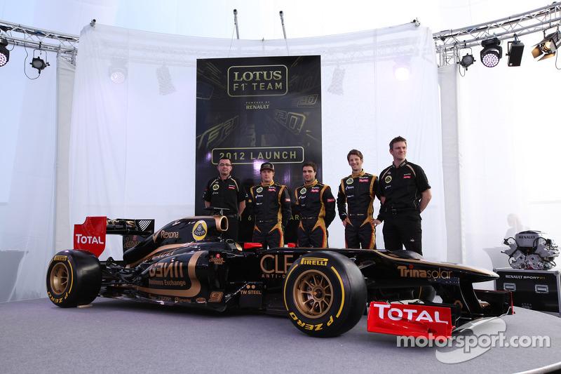 Ерік Бульє, керівник команди, Lotus Renault F1 Team, Кімі Райкконен, Жером Д'Амброзіо, Lotus Renault F1 Team, Ромен Грожан, Lotus Renault F1 Team та Джеймс Еллісон, Lotus Renault F1 Team Technical director