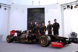 Eric Boullier, Team Principal, Lotus Renault F1 Team with Kimi Raikkonen, Jérôme d'Ambrosio, Lotus Renault F1 Team, Romain Grosjean, Lotus Renault F1 Team and James Allison, Lotus Renault F1 Team Technical director