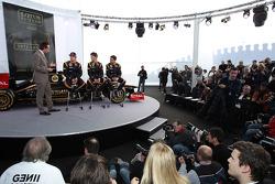 Kimi Raikkonen, Lotus Renault F1 Team met Romain Grosjean, Lotus Renault F1 Team en Jérôme d'Ambrosio,  Lotus Renault F1 Team