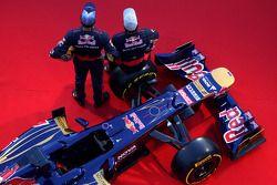 Jean-Eric Vergne, Scuderia Toro Rosso; Daniel Ricciardo, Scuderia Toro Rosso