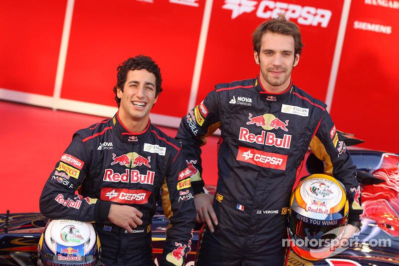 Однако в начале 2012 года их уволили обоих разом, продвинув в команду Даниэля Риккардо и Жана-Эрика Верня