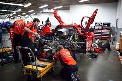 GAINSCO/Bob Stallings Racing team members at work