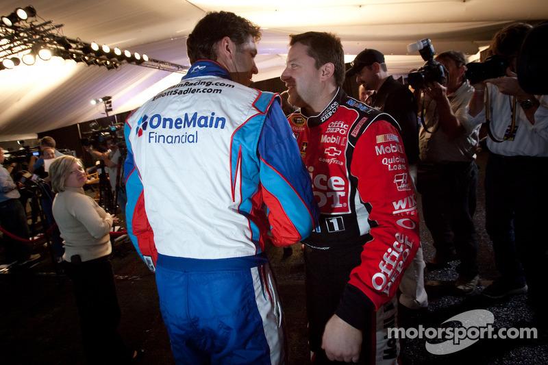Elliott Sadler, Kevin Harvick Inc. Chevrolet en Tony Stewart, Stewart-Haas Racing Chevrolet
