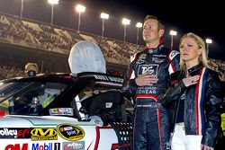 Kurt Busch, Phoenix Racing Chevrolet with his girlfriend Patricia Driscoll
