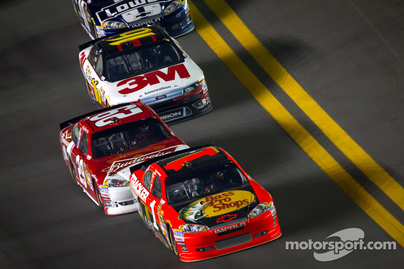 Jamie McMurray, Earnhardt Ganassi Racing Chevrolet, Kevin Harvick, Richard Childress Racing Chevrole