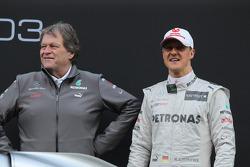 Mercedes-Sportchef Norbert Haug mit Michael Schumacher, Mercedes GP