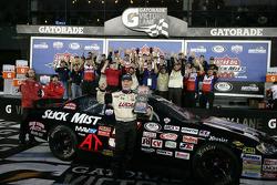 Victory lane: winnaar Bobby Gerhart