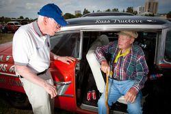 """Living legends of auto racing street parade"": Russ Truelove en oudste levende NASCAR rijder Mac McD"