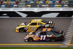 Ryan Newman, Stewart-Haas Racing Chevrolet et Denny Hamlin, Joe Gibbs Racing Toyota