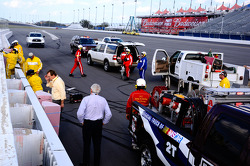 Safety crew at work after the crash of Danica Patrick, Stewart-Haas Racing Chevrolet