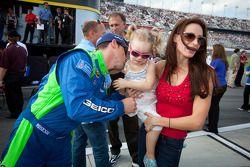 Casey Mears, Germain Racing Ford met dochter Samantha Sarcinella, vrouw van Kyle Busch, Joe Gibbs Ra