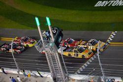 Restart: Johnny Sauter, ThorSport Racing Toyota and Jason White, GunBroker.com Racing Ford lead the
